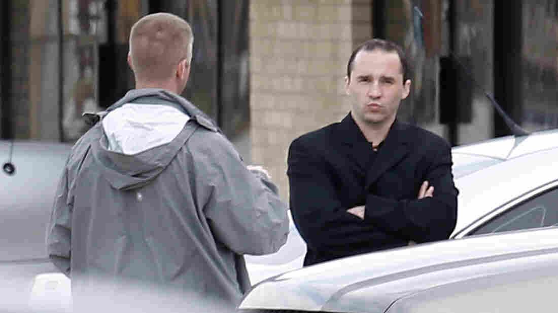 Everett Dutschke, right, talks with a federal agent near the site of a martial arts studio he once operated in Tupelo Wednesday. Dutschke faces federal charges accusing him of sending ricin-laced letters to President Obama and others.
