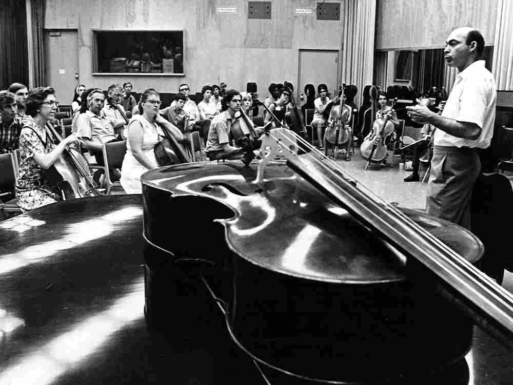"""Cellist Janos Starker with one of his classes at Indiana University. He said he was """"put on this earth to be a teacher."""""""