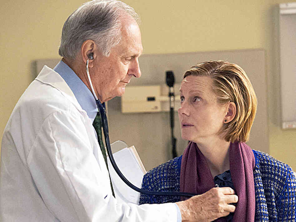 Laura Linney and Alan Alda star in The Big C, now in its fourth season on Showtime. Linney took on the role not long before her own father died of cancer.