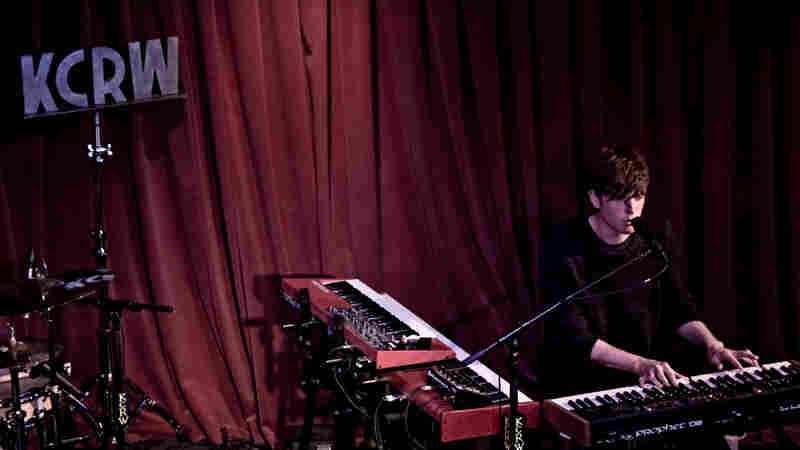 James Blake, 'Retrograde' (Live)