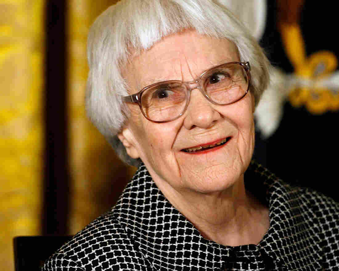 Harper Lee smiles before receiving the 2007 President
