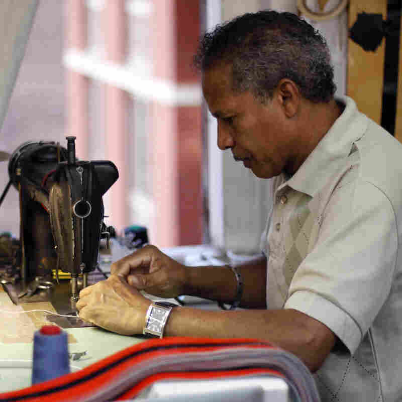 Universal Elliot Corp., a belt-maker in New York City, is one of the fashion companies featured on the Maker's Row website.