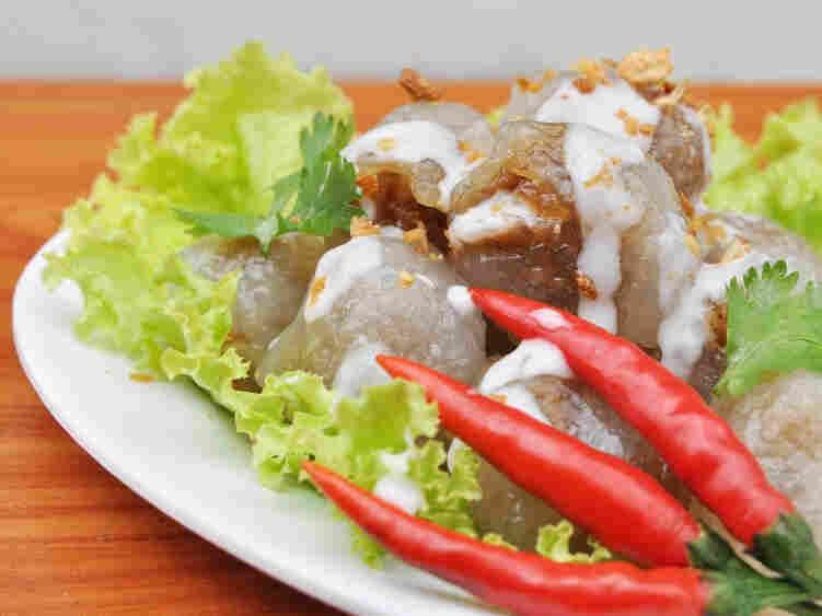 Sago wraps pork in this Thai disk, kanom sago.