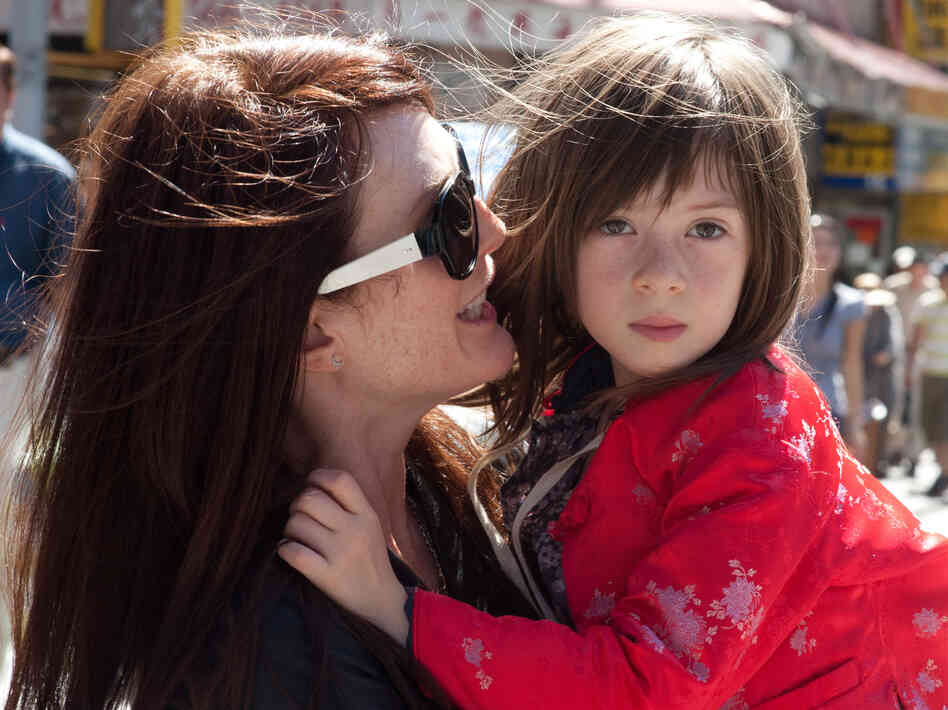 In What Maisie Knew, Julianne Moore plays a hard-partying rock star whose daughter, Maisie (Onata Aprile), witnesses her parents' nasty divorce.