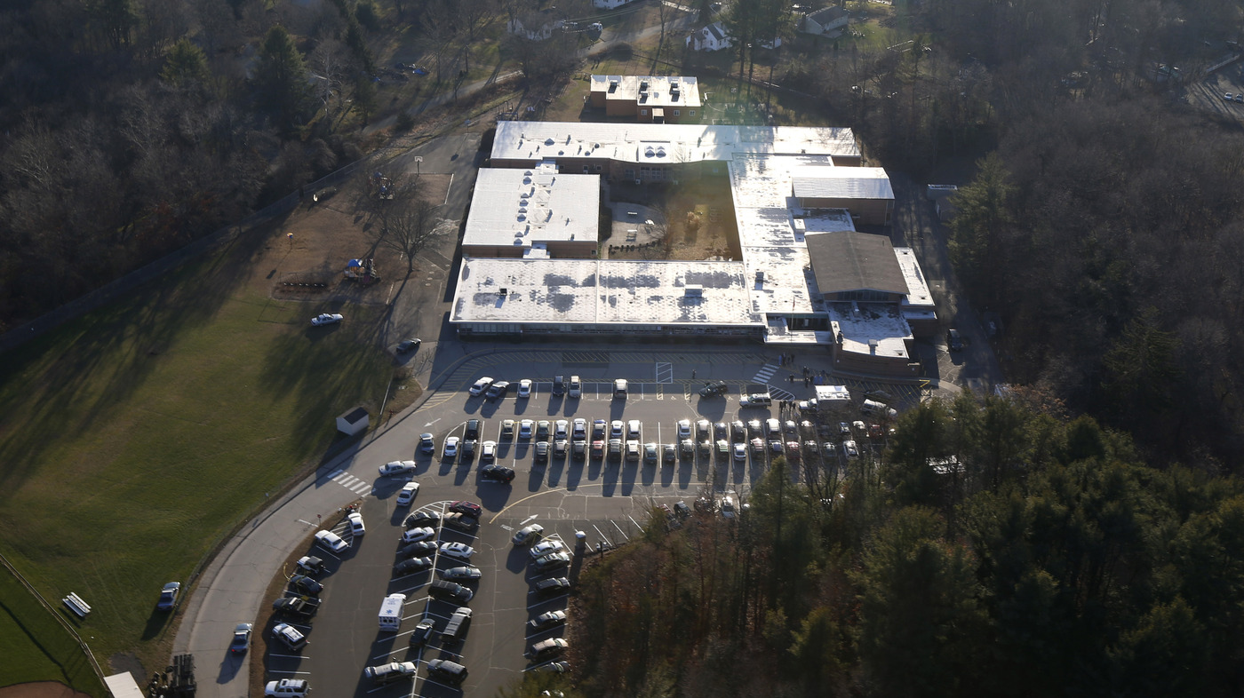 Newtown panel votes to build new school at sandy hook site for Newtown builders