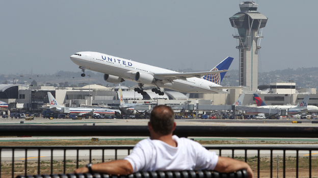 More passengers are expected to fly on U.S. airlines this summer, an industry group said Thursday. (Getty Images)