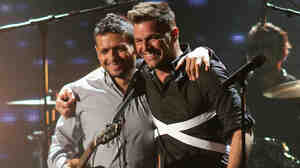 Former bandmates Draco Rosa and Ricky Martin, seen here on stage at Univision's 2013 Premio Lo Nuestro awards celebration, reunite on Rosa's new album, Vida.