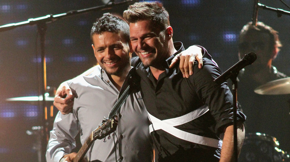Former bandmates Draco Rosa and Ricky Martin, seen here on stage at Univision's 2013 Premio Lo Nuestro awards celebration, reunite on Rosa's new album, Vida. (Getty Images)