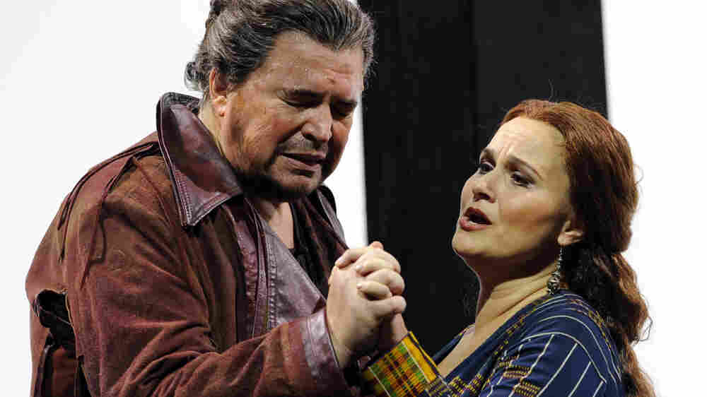 Peter Seiffert and Katarina Dalayman as the title characters in Tristan und Isolde, Wagner's cosmic tale of love.