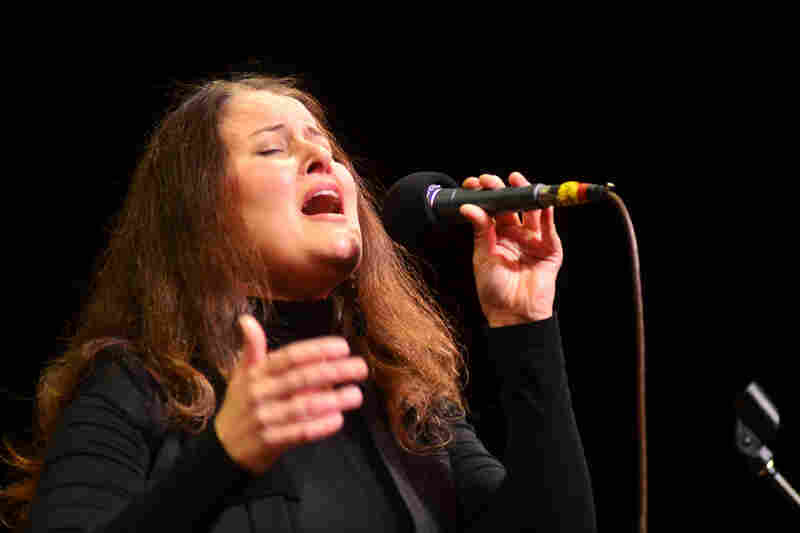 Paula Cole makes her second appearance on Mo