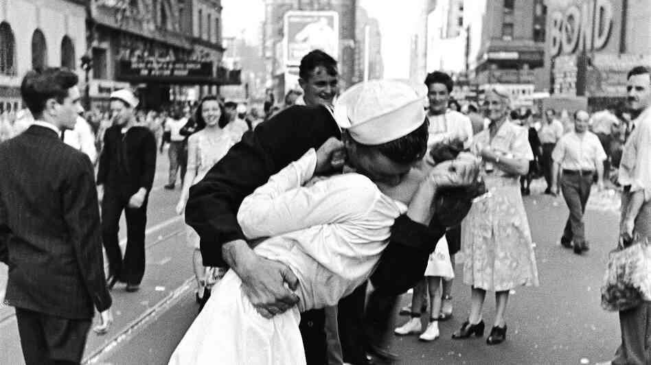 World War II had more than its share of horrors — but it was also a very romantic era, as this famous photograph attests.