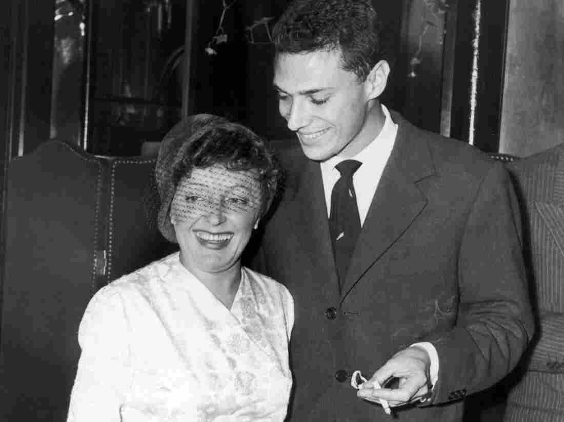 """Georges Moustaki with Edith Piaf in New York in 1958. Moustaki wrote the lyrics to """"Milord,"""" one of Piaf's biggest hits."""