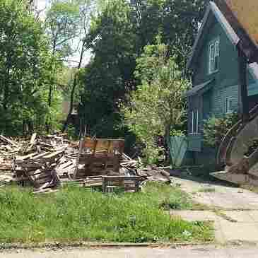 By leasing land for drilling, city leaders in Youngstown, Ohio, hope to generate funds to demolish vacant buildings.