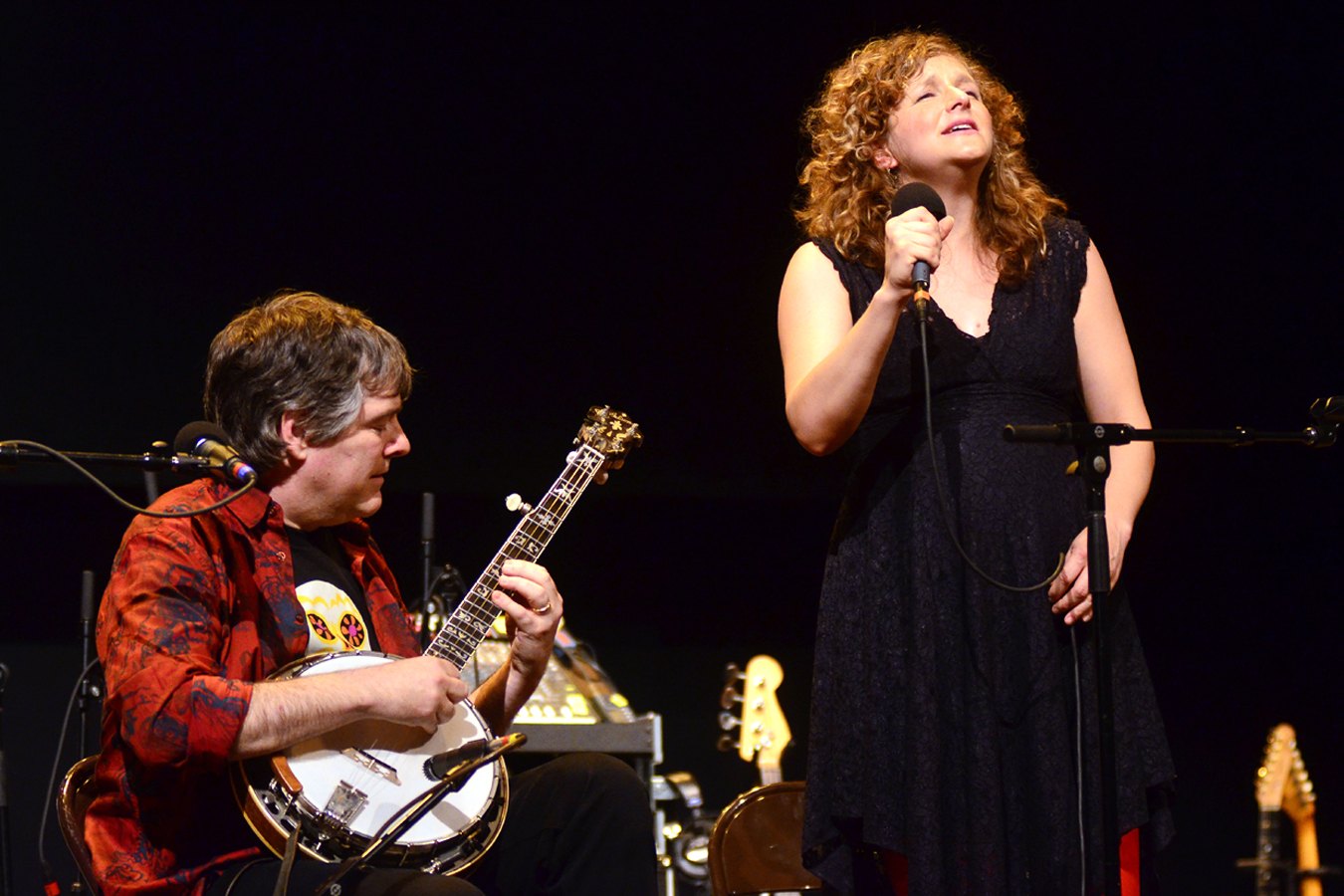 Bela Fleck and Abigail Washburn appear on Mountain Stage, recorded live on the campus of West Virginia Wesleyan College.