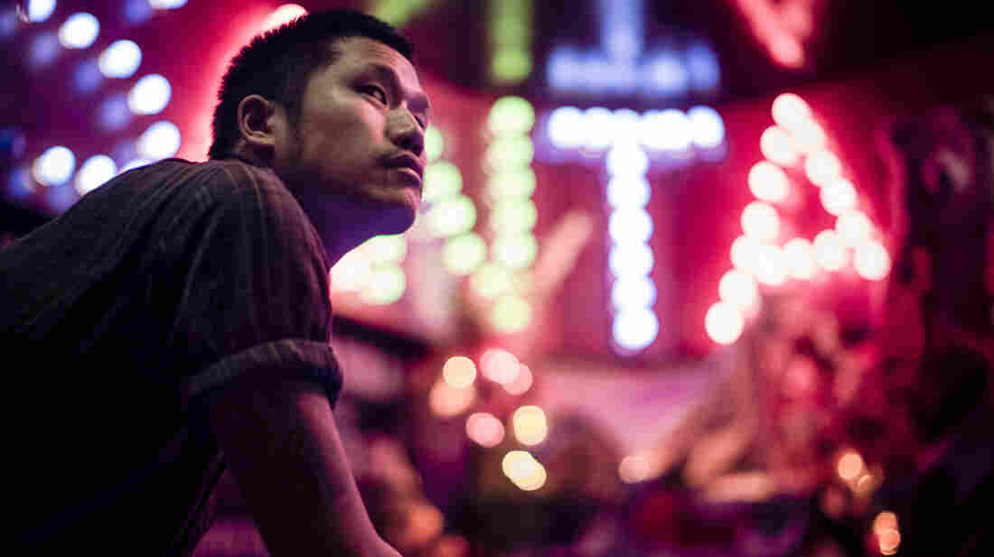 Dirty Beaches is the performing title of the Taiwanese-Canadian musician Alex Zhang Hungtai. His new double album is called Drifters / Love Is the Devil