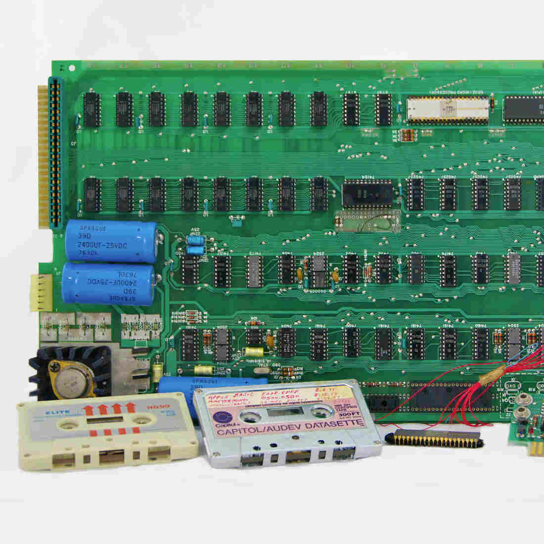 Apple-1 Computer Fetches $671,000 At Auction