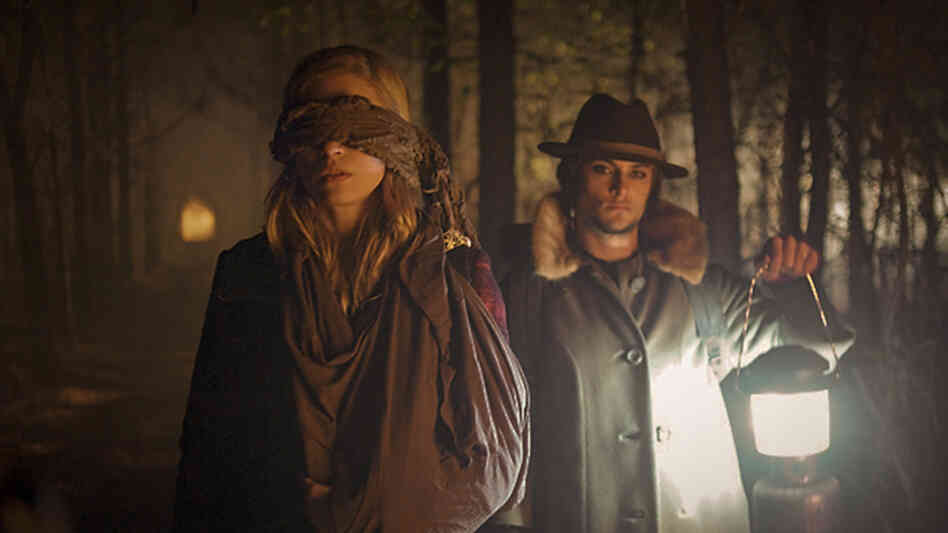 Brit Marling plays Sarah, a former FBI agent working for a private intelligence agency in The East. Shiloh Fernandez plays Luca, a member of the environmentalist vigilante group that Sarah infiltrates.