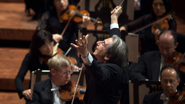 Michael Tilson Thomas conducts the San Francisco Symphony. (San Francisco Symphony)
