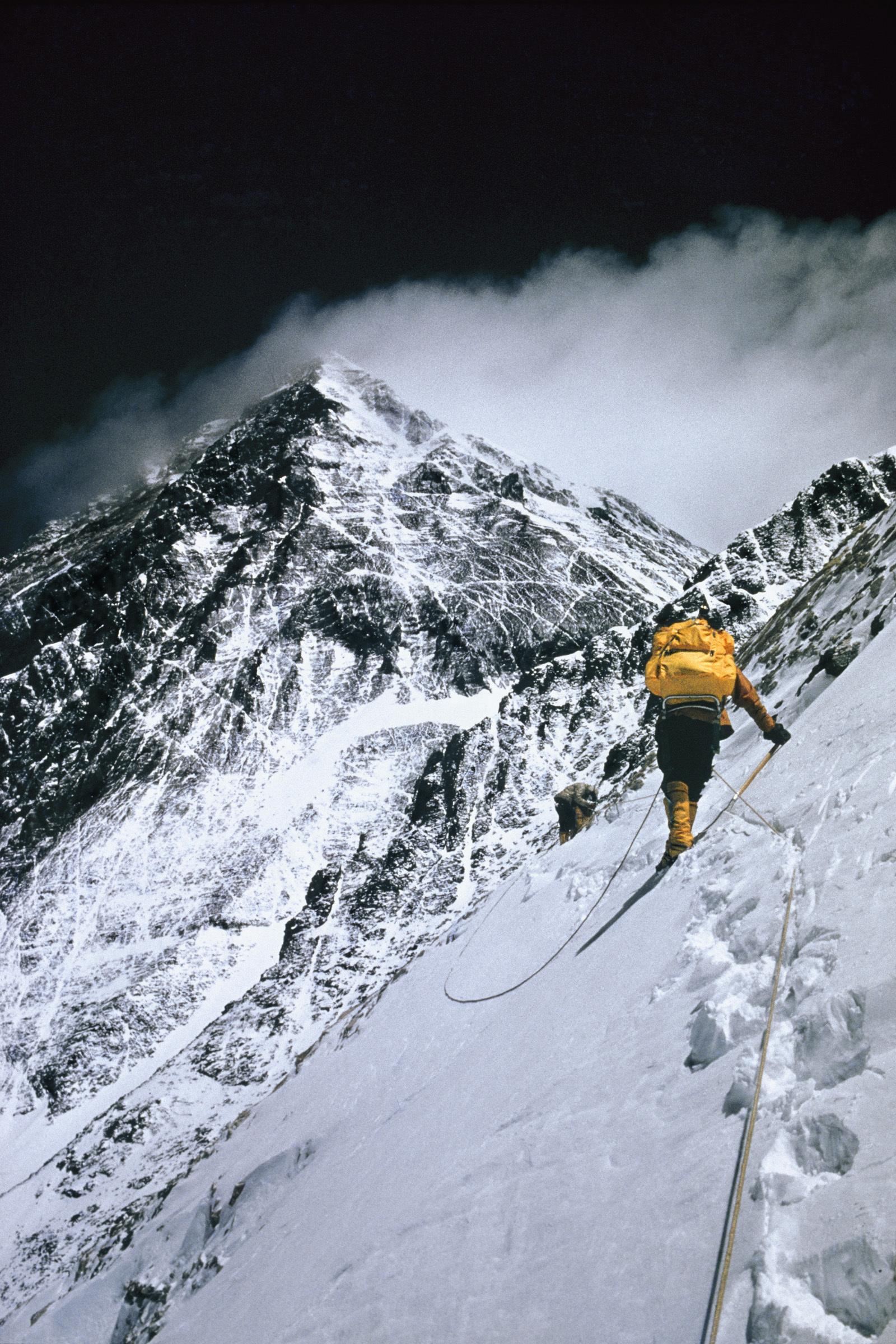 Mount Everest Climber Warns Of An Overpopulated Mountain ...