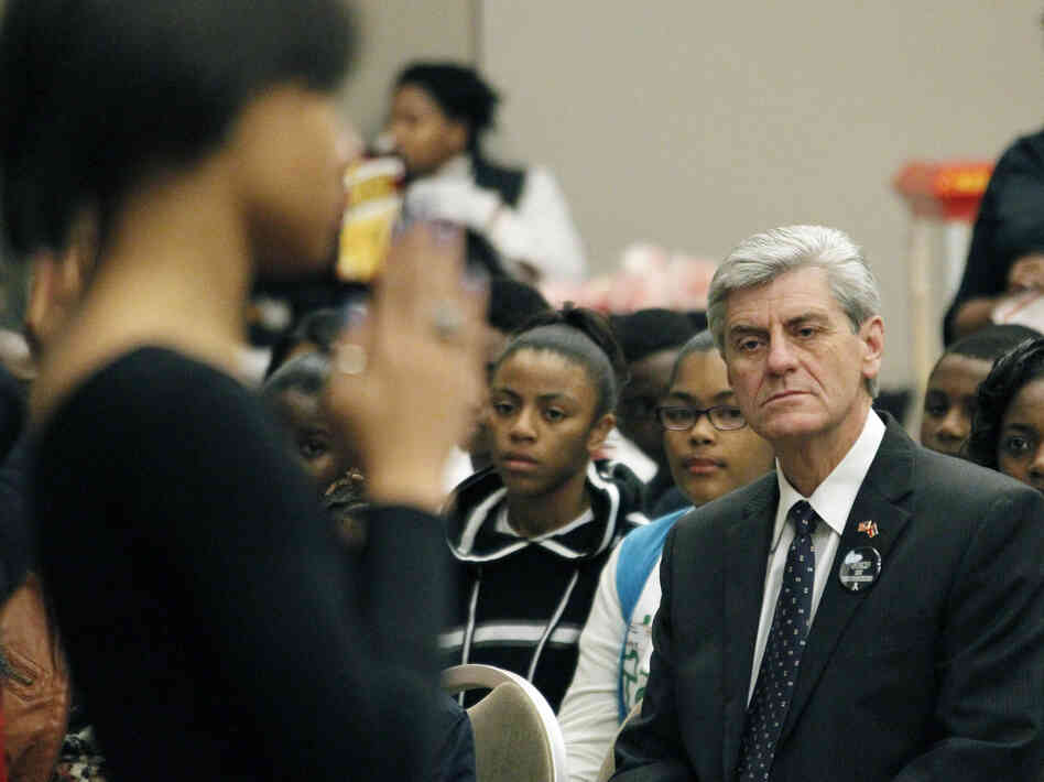 Gov. Phil Bryant, at the Teenage Pregnancy Prevention Summit in Jackson, Miss., in 2012, supports a cont