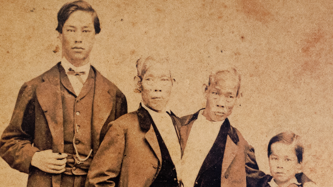 Old Photo Siamese Twins Chang and Eng Bunker /& Children