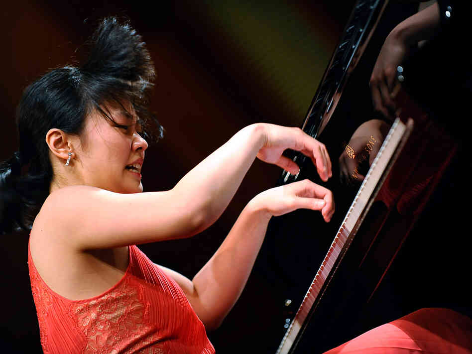 Chinese pianist Fei-Fei Dong, 22, performs at the 14th Van Cliburn International Piano Competition in Fort Worth, Texas. The Juilliard School graduate student is among six musicians chosen for the final round.