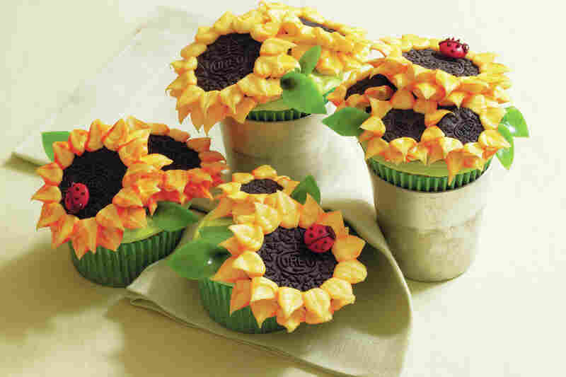 Cupcakes shaped like sunflowers as pictured in Hello, Cupcake!.