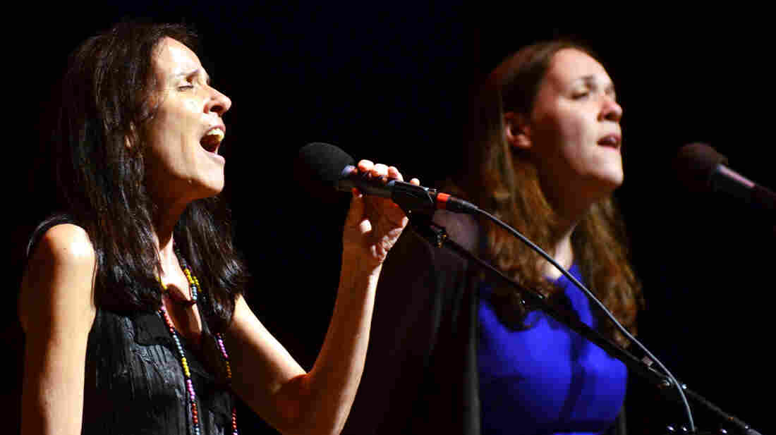 Suzzy Roche and Lucy Wainwright Roche perform together on Mountain Stage.