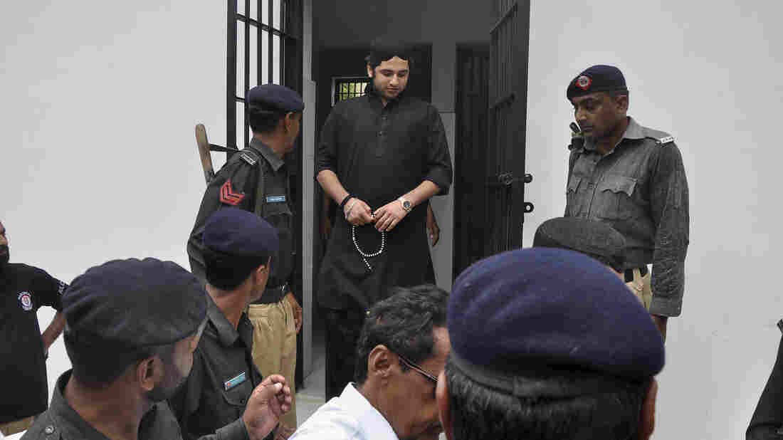 Shahrukh Jatoi, top center, convicted of killing 20-year-old Shahzeb Khan, is escorted by members of the police to an Anti-Terrorism court in Kar