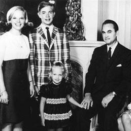 The Wallace family in the mid-1960s. From left, Peggy Sue, George Jr., Janie Lee, George Sr., Lurleen and Bobby Jo.