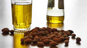 Olive oil and nuts tied to prostate cancer survival.