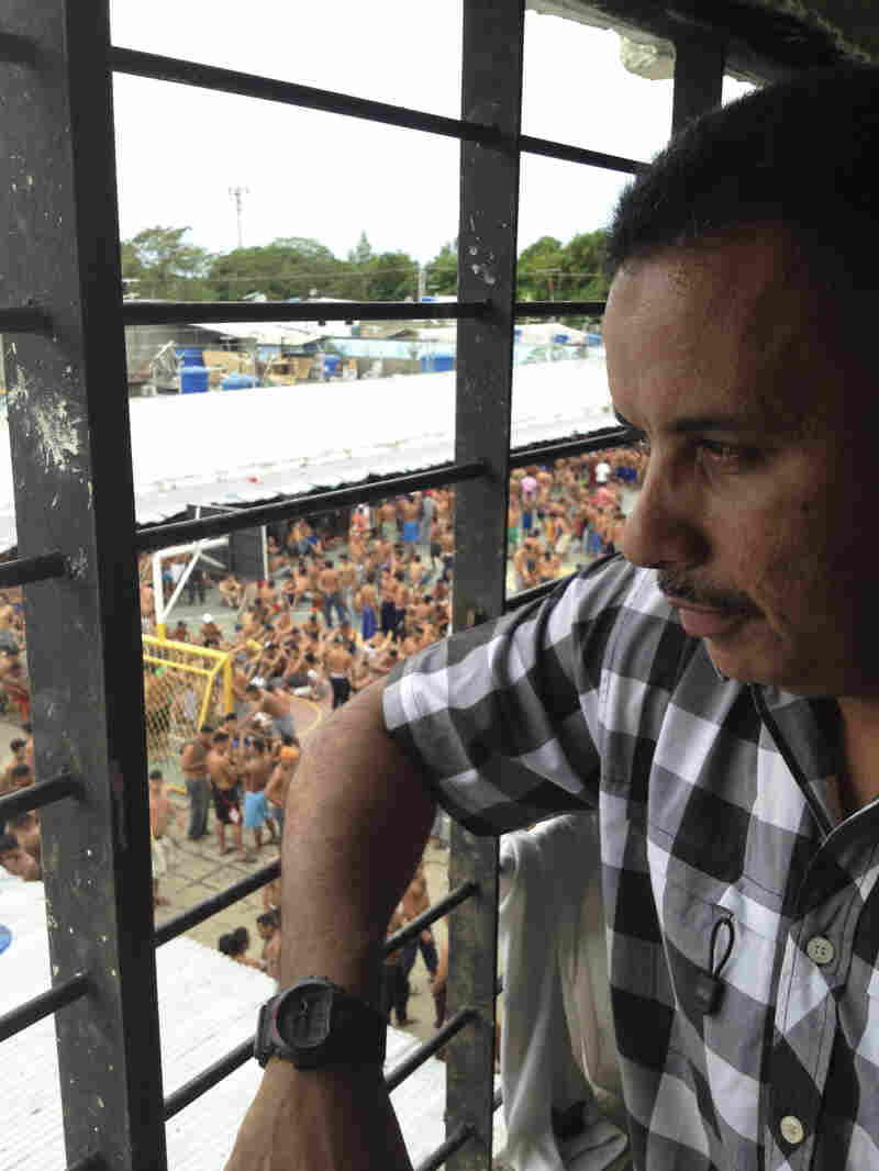 Wilmer Lopez is a former army sergeant serving a 20-year sentence for his role in a robbery and murder in 2002. Inside the Barinas prison, he is the boss.