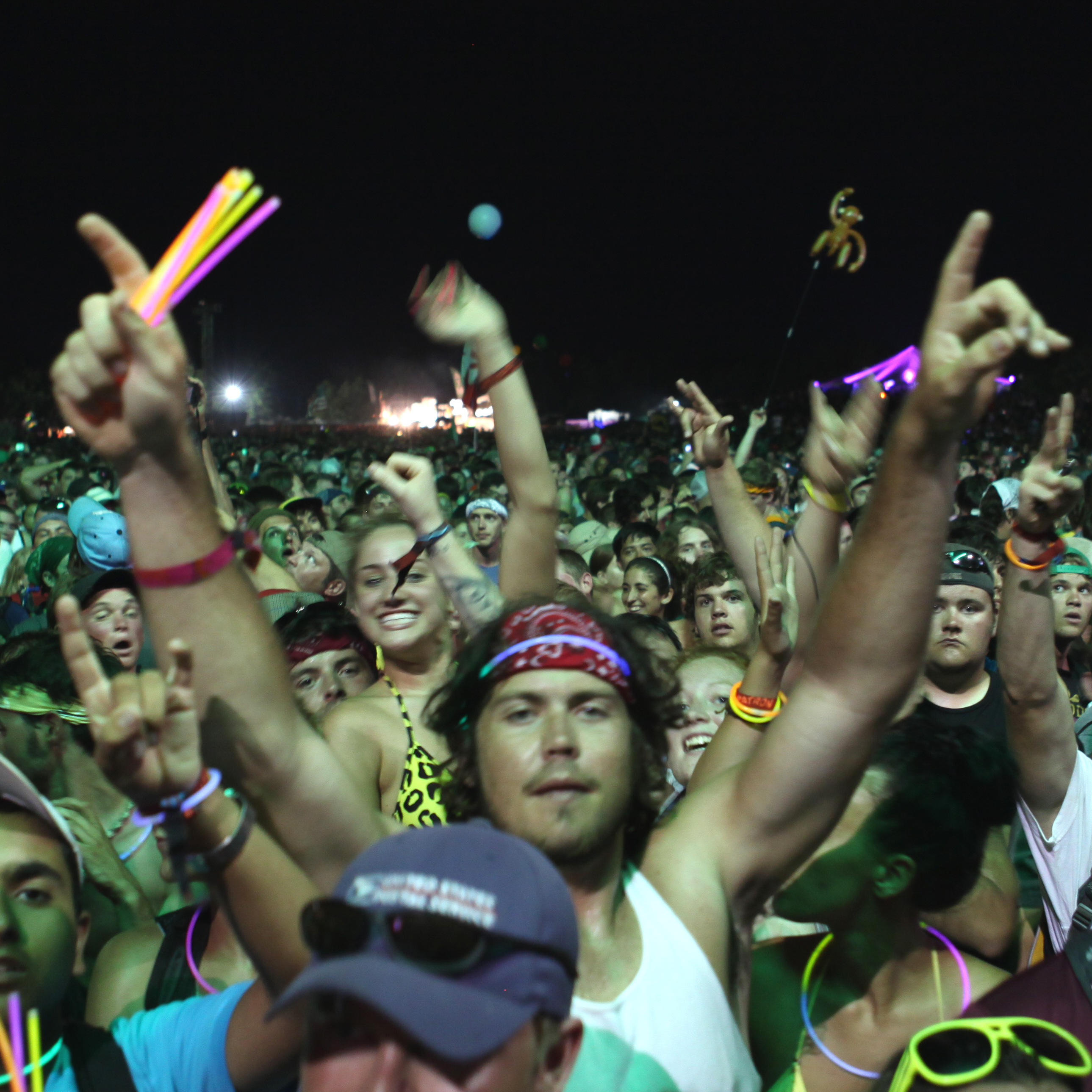 The crowd at Dave Matthews Band's 2010 performance at Bonnaroo.