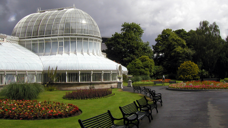 The Palm House in Belfast's Botanic Gardens houses a range of tropical plants. ( Flickr)