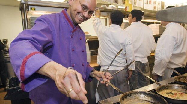 Chef Raghavan Iyer at work in Om, an Indian restaurant in Minneapolis, in 2009. (AP)