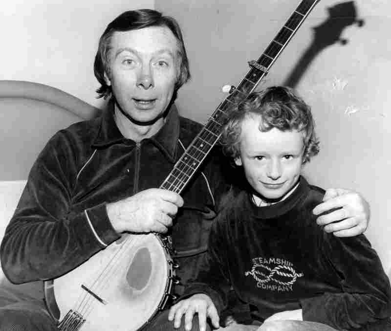 Irish singer Tommy Makem and Steafán Hanvey. The Hanvey household was often filled with musicians, and Steafán participated in a lot of jam sessions at a young age.