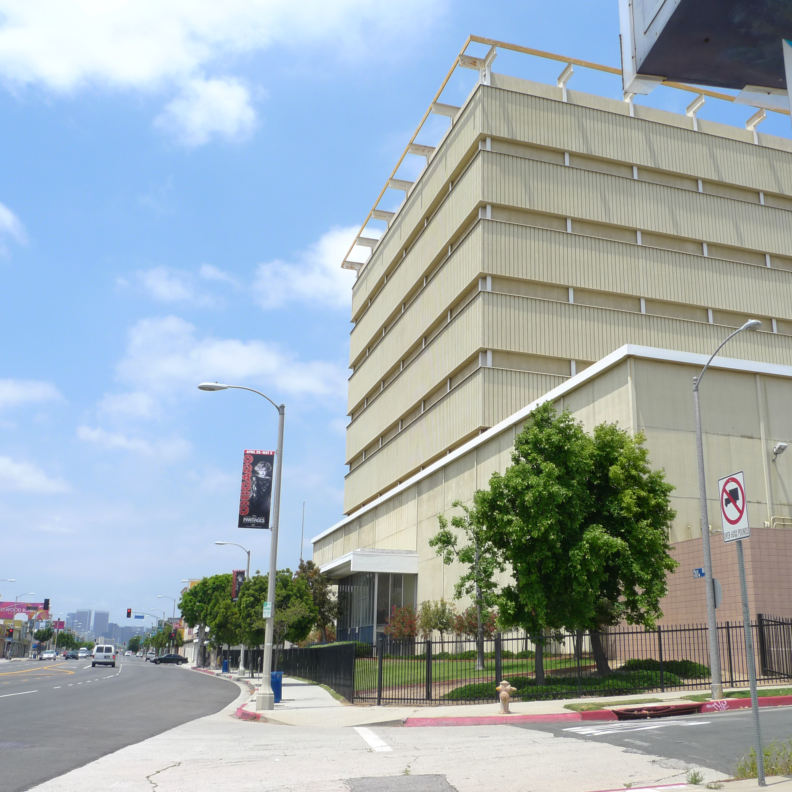 The office building at the intersection of Pico Boulevard and Genesee Avenue actually covers a working oil pump (note the lack of windows).
