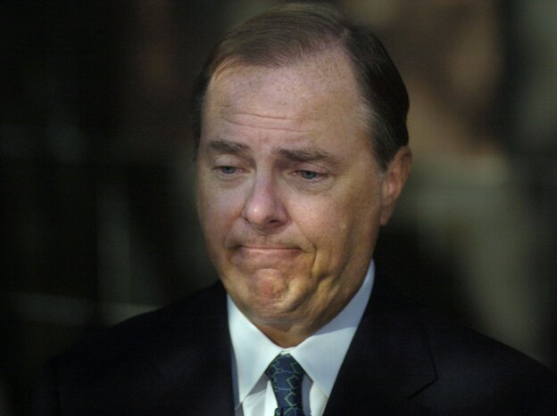 Former Enron CEO Jeffrey Skilling talks to the media after his October 2006 sentencing in Houston.