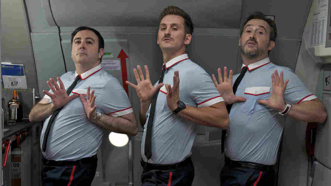When their aircraft develops mechanical trouble, three flight attendants — Fajas (Carlos Areces), Ulloa (Raul Arevalo) and Joserra (Javier Camara) — set out to put  passengers at ease ... using some unorthodox methods.