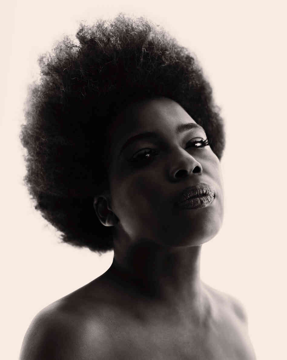 Macy Gray says being an artist means not having any limits or constraints.