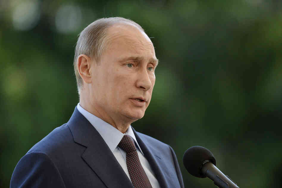 Russian President Vladimir Putin speaks at the presidential summer residence Kultaranta in Naantali, Finland on Tues