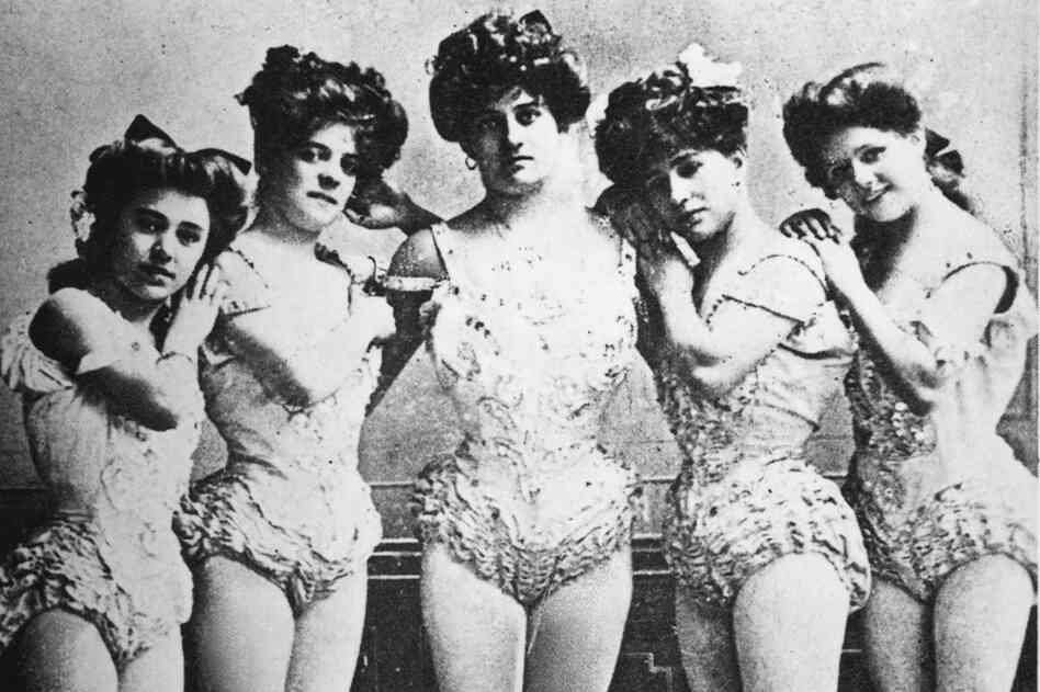 Aerialist Lillian Leitzel came from a family of performers. In 1905, she toured Europe as part of the Leamy Ladies circus attraction, which included Leitzel (far left), her aunts Tina and Toni Pelikan, her mother Nellie Pelikan, and Lily Simpson.