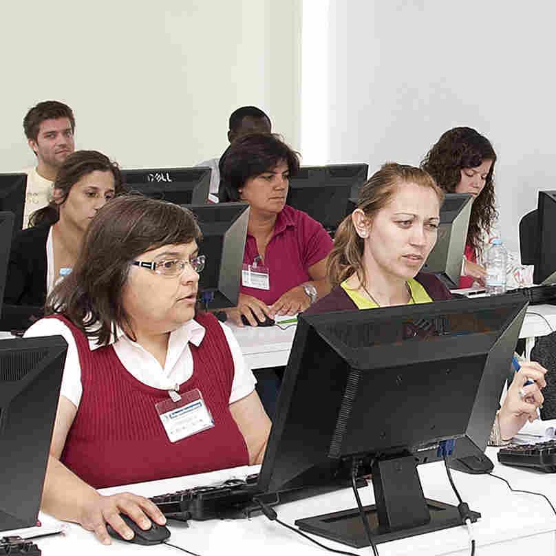 Call Centers Call On Multilingual Portuguese