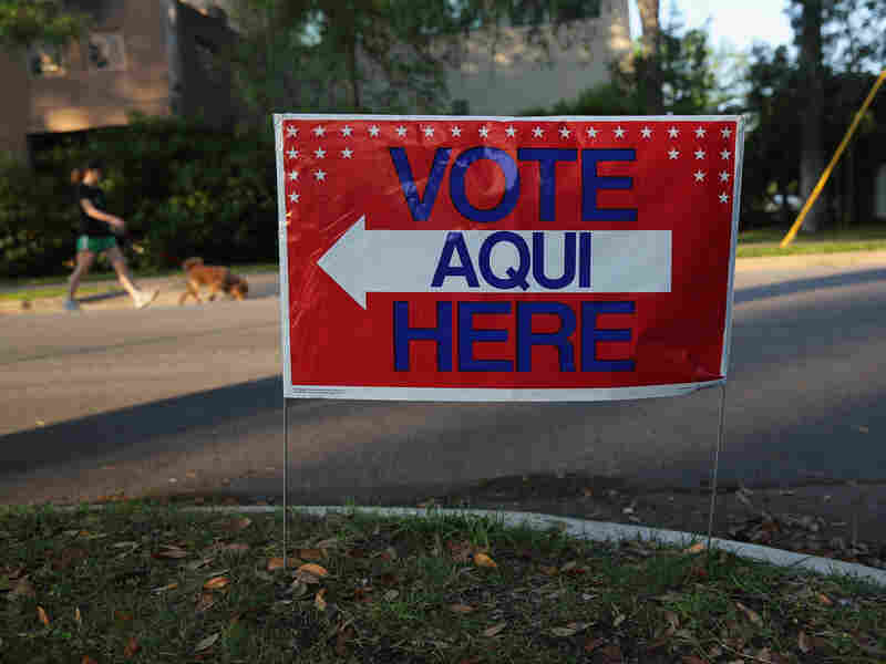 A bilingual sign outside a polling center ahead of local elections in Austin, Texas, on April 28.