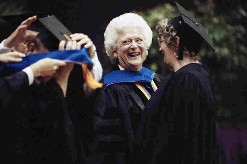 Mrs. Bush chats with Louisiana State University students as they receive their doctorate degrees on May 21, 1992, in Baton Rouge, La. She was awarded an honorary degree of Doctor of Humane Letters and spoke to the graduates at spring commencement.