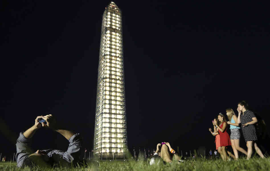 Monday night when the lights came on, visitors came to see a glowing Washington Monument.