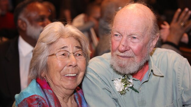 Toshi Seeger with her husband, folk singer Pete Seeger, in 2009.