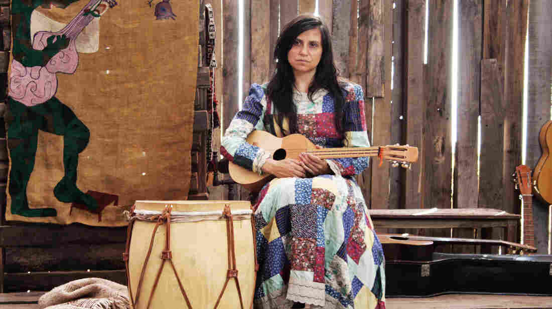 Francisca Gavilán plays the Chilean musician and visual artist Violeta Parra in the film Violeta Went to Heaven.