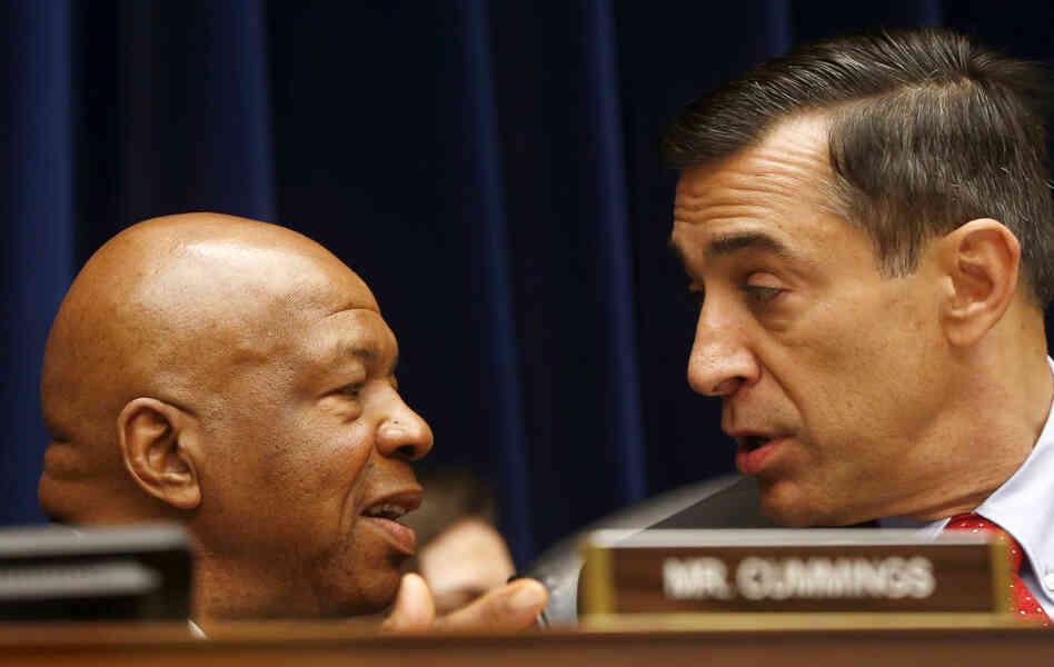 House Oversight and Government Reform Committee Chairman Darrell Issa (right) speaks with the committee's ranking Democrat, Elijah Cummings, during a hearing last month.