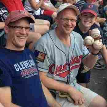 Cleveland Fan Grabs 4 Foul Balls At Indians Game